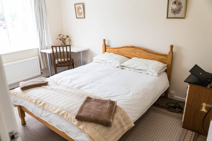 Double en-suite room in Blandford