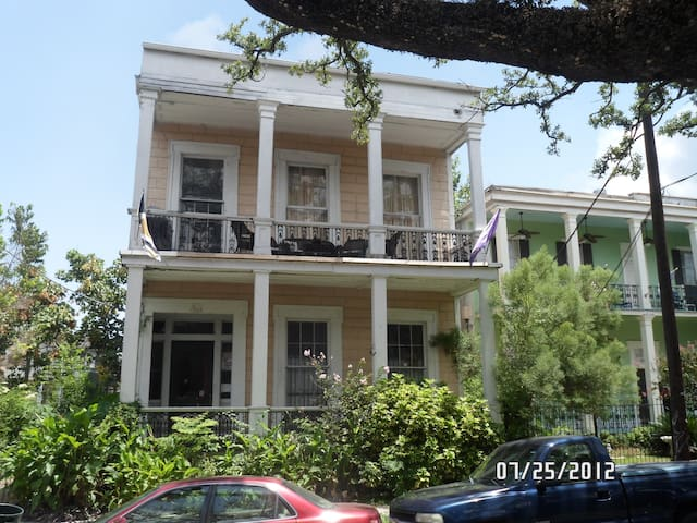2 blks from French Quarter on Esplanade Ave