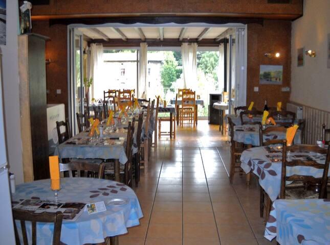 AUBERGE de l'EYGUES - Les Pilles - Butikový hotel