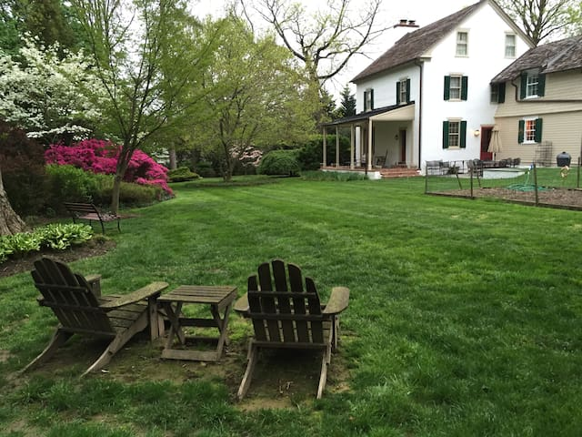 Charming 1800s Philadelphia Farmhouse - Nether Providence Township