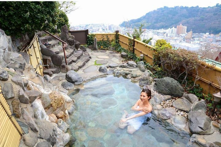 1 hour from Tokyo and Near Yugawara Station! you have a great location on the hot spring!(No meal)