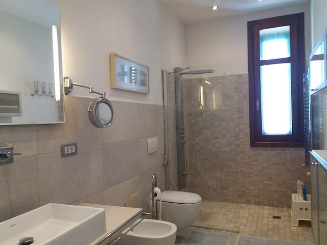 Bathroom/Badezimmer/salle de bain/bagno
