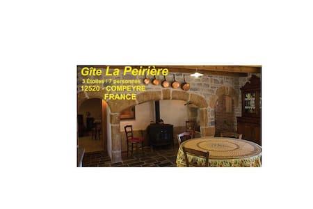 Gite La Peirière à COMPEYRE proche MILLAU / LARZAC - Compeyre - Byt se službami (podobně jako v hotelu)