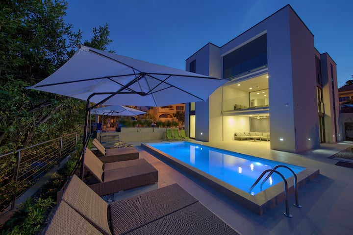 Luxurious VILLA CELEIA With Pool In City Of Krk