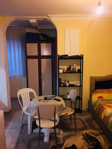 Central and Cosy Studio Apartment