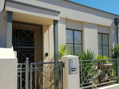 City townhouse near Hutt St and East Parklands - Adelaide - Talo