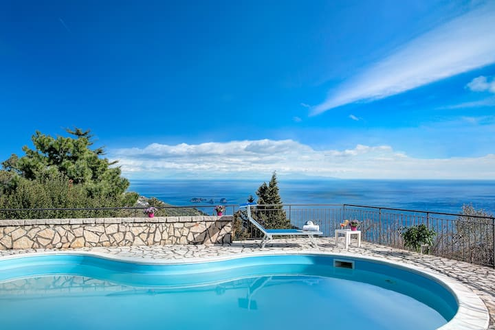 Villa Napoles - Private Villa with Pool and Views