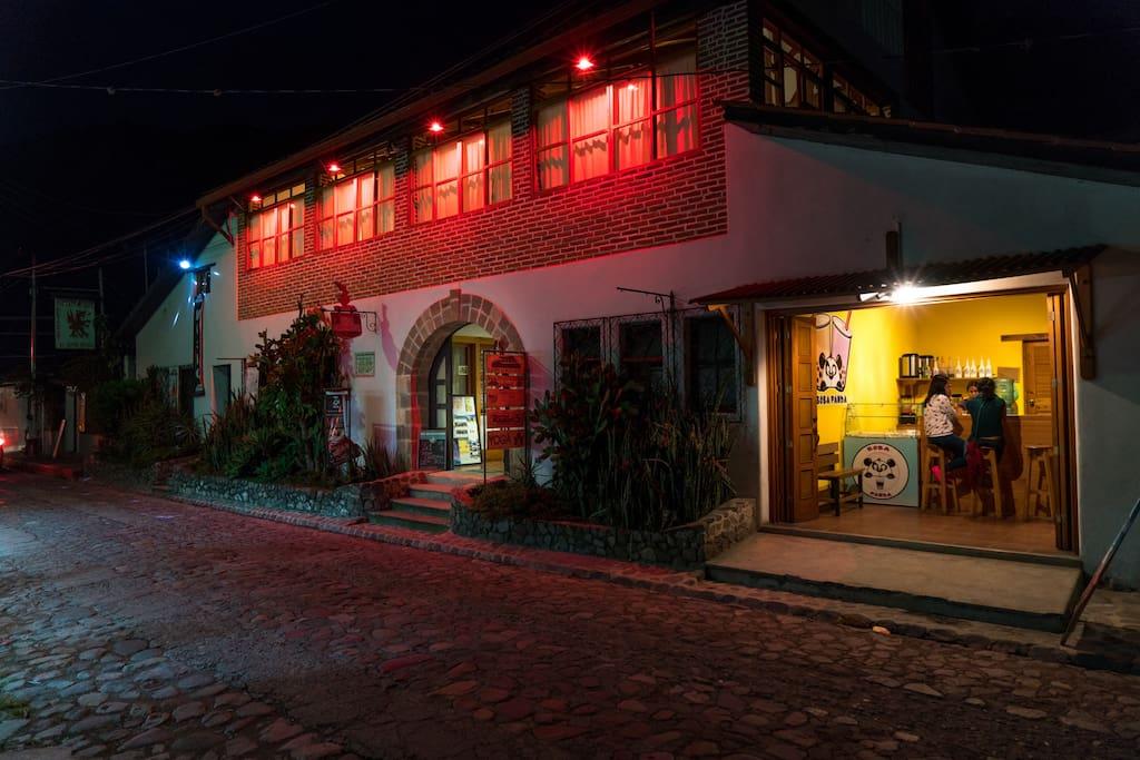 Casa Cakchiquel - Patrimonio Cultural de Panajachel - Calle 14 de Febrero - Panajachel - Solola - Guatemala, C.A.