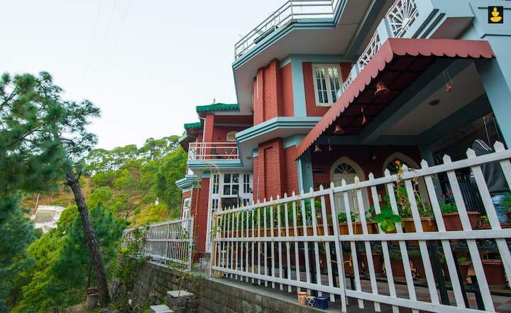LivingStone | Single Room in Villa | Kasauli Hills