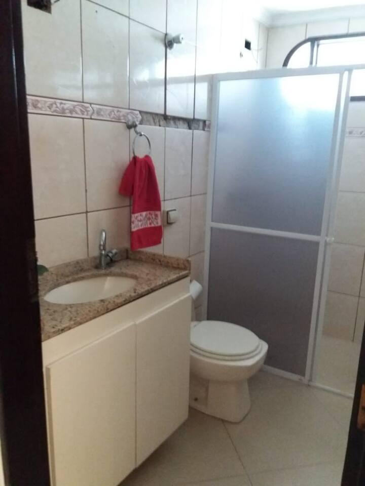 Casa assobrada - 2 quartos