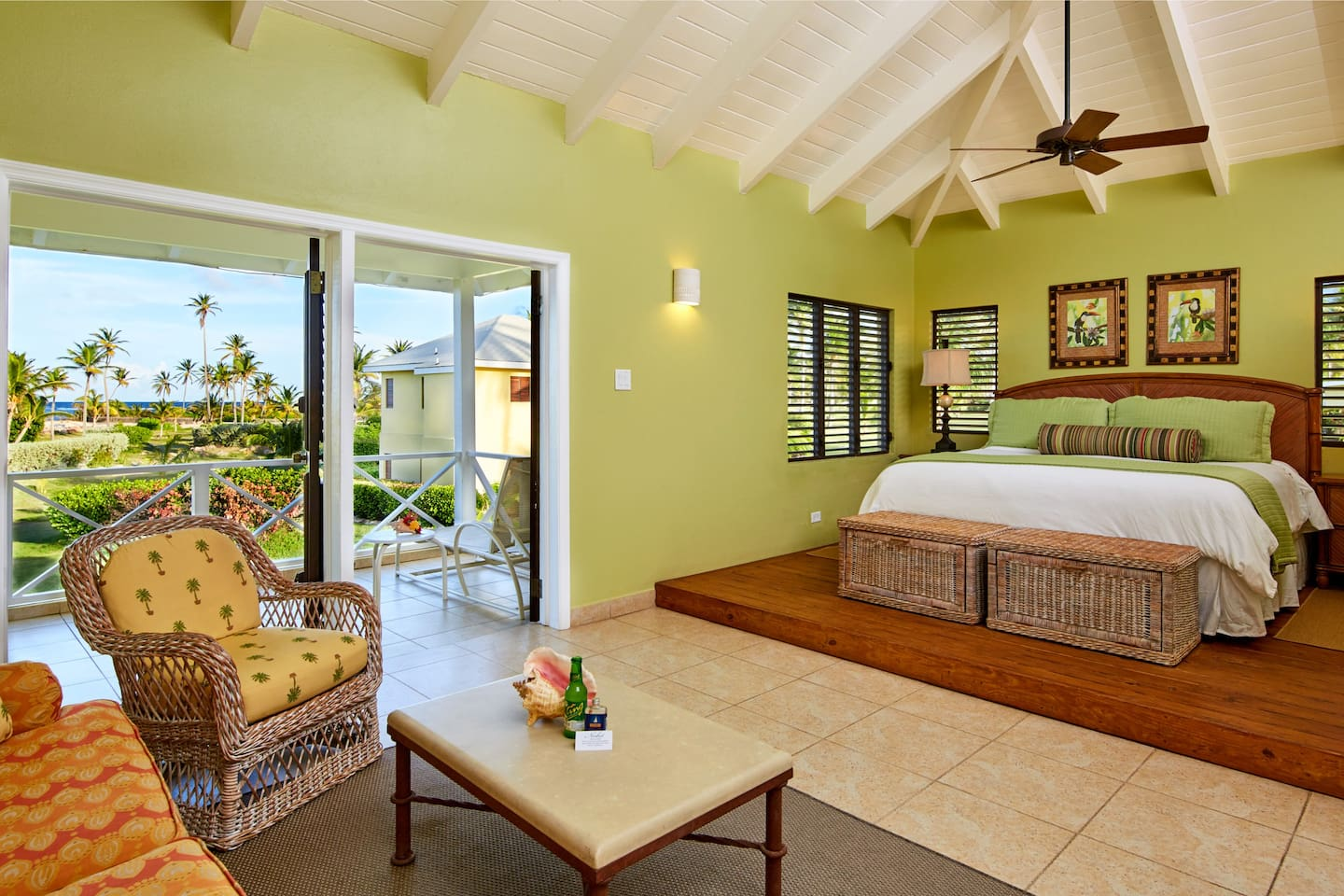 Located closest to the ocean, the Upper Premier Junior Suite offers comfort and charm.