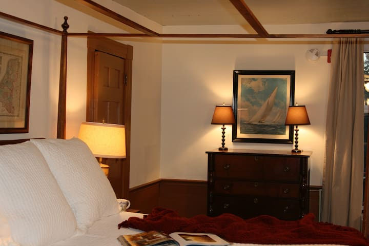 The Inn at Bingham School (Headmaster's Room) - Mebane - Bed & Breakfast
