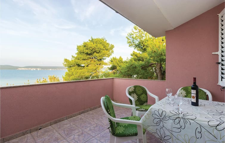 Holiday apartment with 2 bedrooms on 73m² in Nevidane