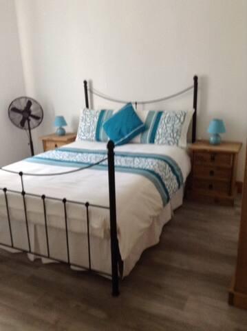 DOUBLE BEDROOM AT DES RES GITE.