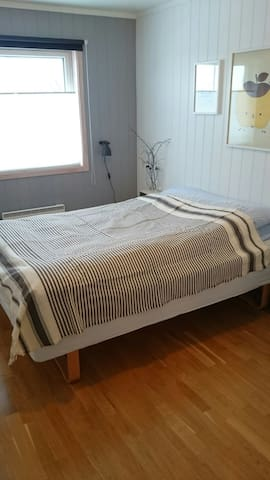 Privat room in house - Gjøvik - Casa