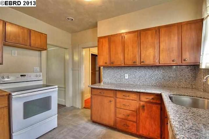 Comfortable house in great location - Berkeley - House