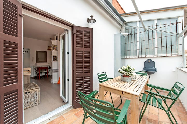 Cozy and bright studio with terrace in Rome