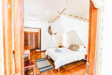 Locca Homestay / Private rooms with pool view
