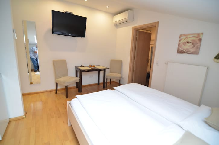 ROMANTIC DOUBLE ROOM IN THE CITY