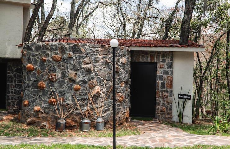 Acogedora Villa en el Corazón del Bosque