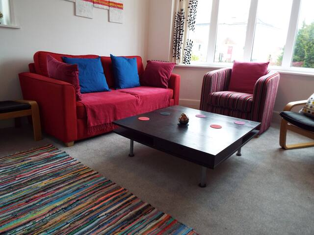 Double room in spacious recently renovated home - Bournemouth - House