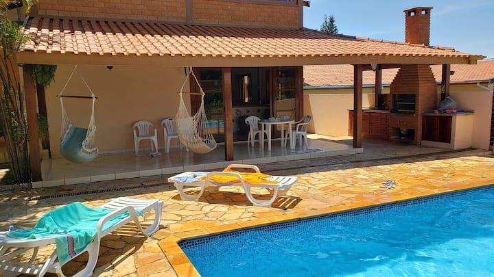 Casa confortável na represa de Avaré.