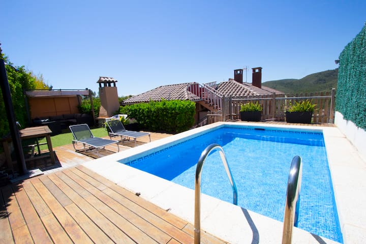 Villa 'GO AWAY - I'M ON VACATION' - Nou Vendrell - House