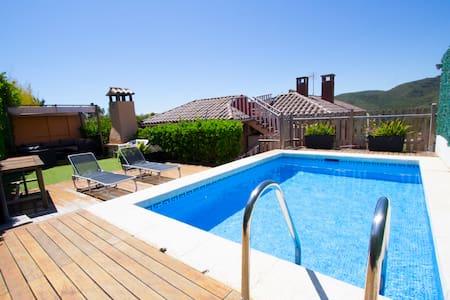 Villa 'GO AWAY - I'M ON VACATION' - Nou Vendrell - House