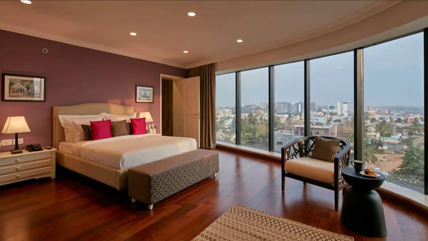 Luxury 2 bedroom apartment adjoining Hitex & HICC