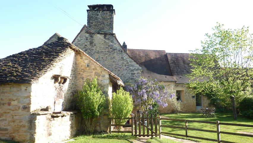 domaine périgourdin du 16 éme siècle - Castels - Bed & Breakfast
