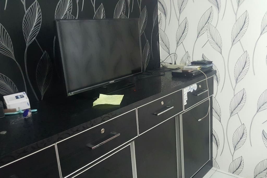 LCD TV 2 unit living room and bedroom