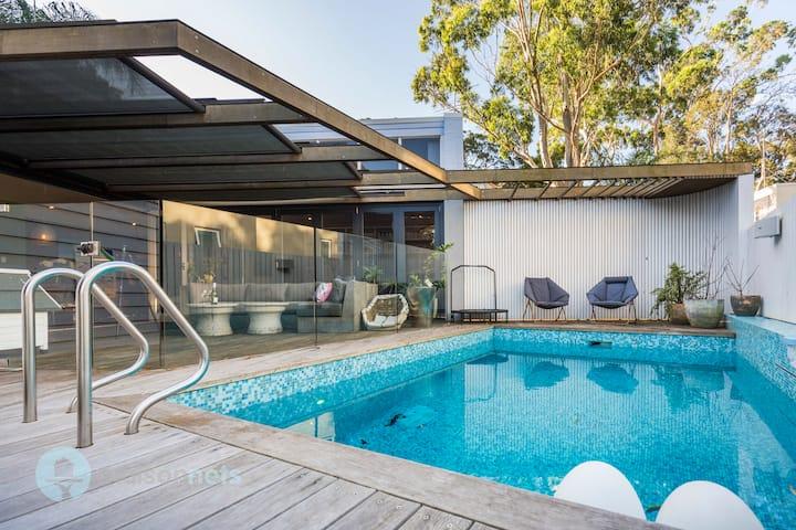 4 Bedroom Balmain House with Swimming Pool