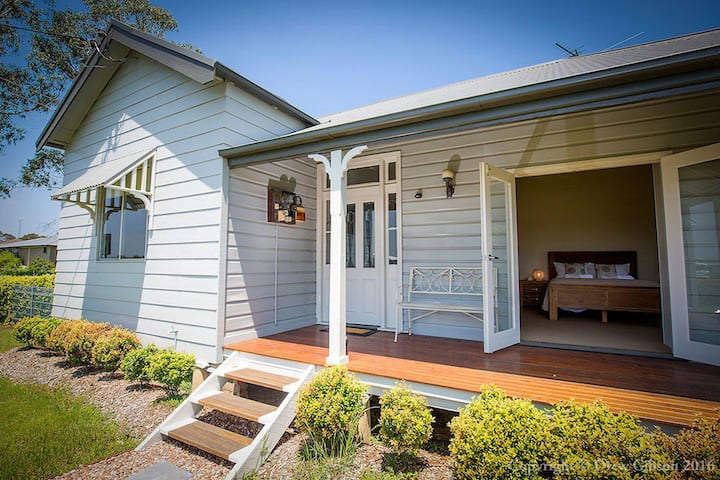 Wine Country Cottage located right at the Hunter Valley gateway, close to everything