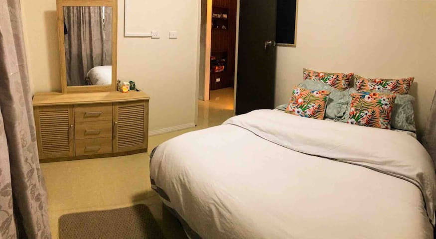 A cozy bedroom for female/ couple in Tamavua, Suva