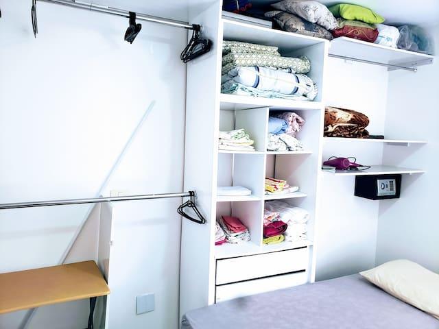 guarda-roupa do segundo quarto