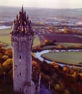 Cottage under the Wallace Monument - Stirling  - Ev