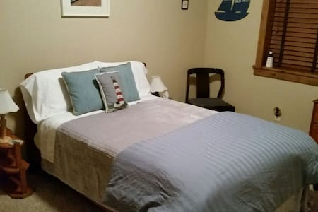 Charming Bed & Breakfast near I-25 - Fort Collins
