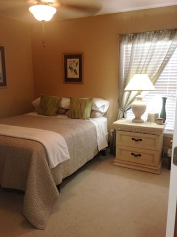 New TownHome Mins from ALL Attractions & Airport!!