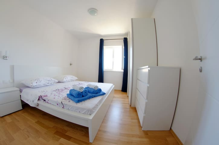 White Beauty luxury apt., center Stari Grad, Hvar