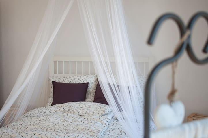 Liebevoll eingerichtetes Zimmer in Nierstein