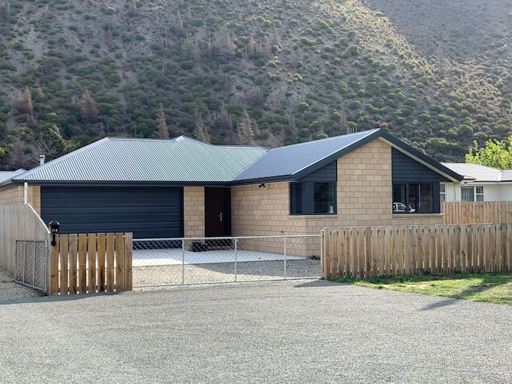 Kurow House on Bledisloe - A2O Cycle Trail Oasis.