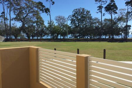 Seaviews on The Esplanade - Urangan
