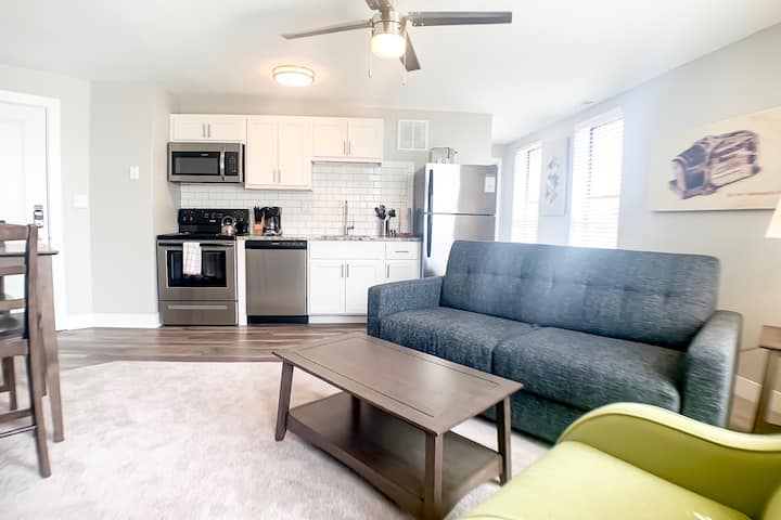 1BR Mass Ave Flat by IndyHouse