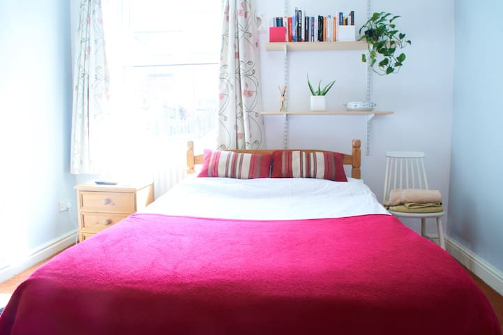Beautiful Redecorated Double Room + Parking, City
