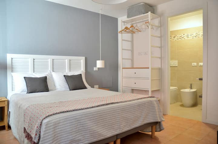 Double room with PRIVATE BATHROOM / AC / wi-fi