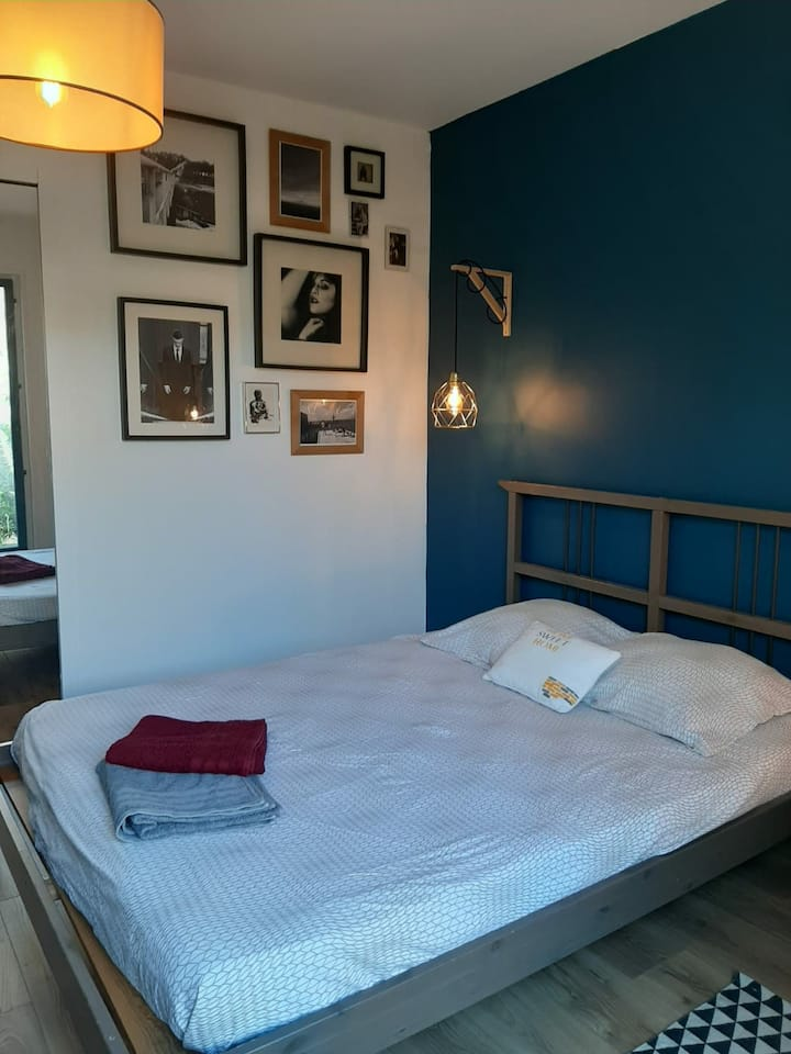 Private room in Mérignac near the tramway.