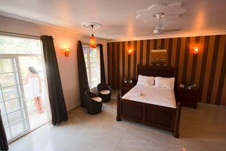 luxury groupstay in a Boutique Property - Morjim