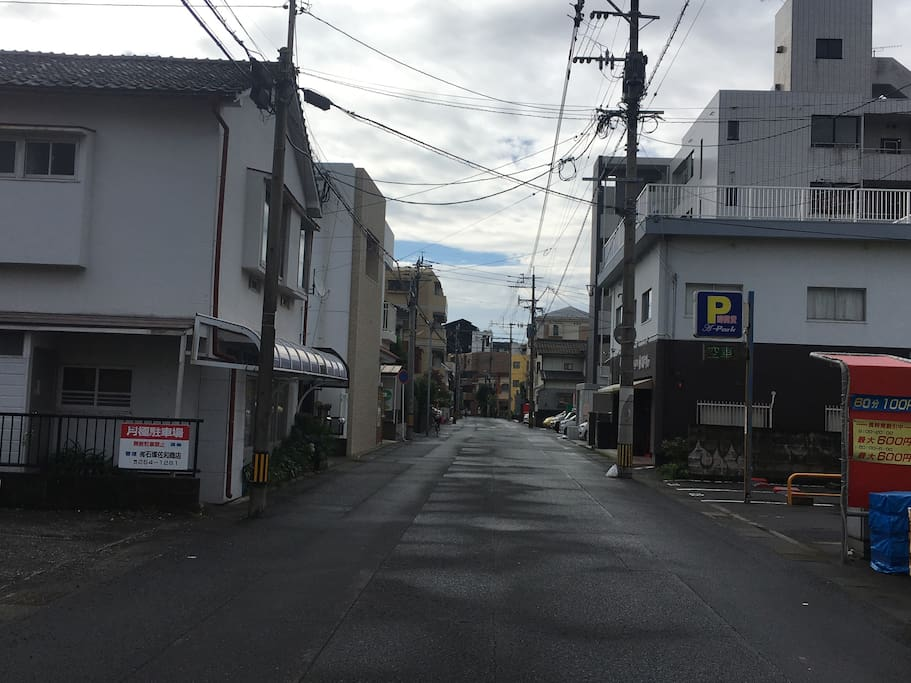 This scene is in walking from the station.Left is the house you would stay.The opposite side is the car park.100jpy/hour,night fee(8pm〜8am)is 600jpy