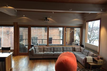 Entire Home/Award Winning One of a Kind Condo - Missoula - Appartement en résidence
