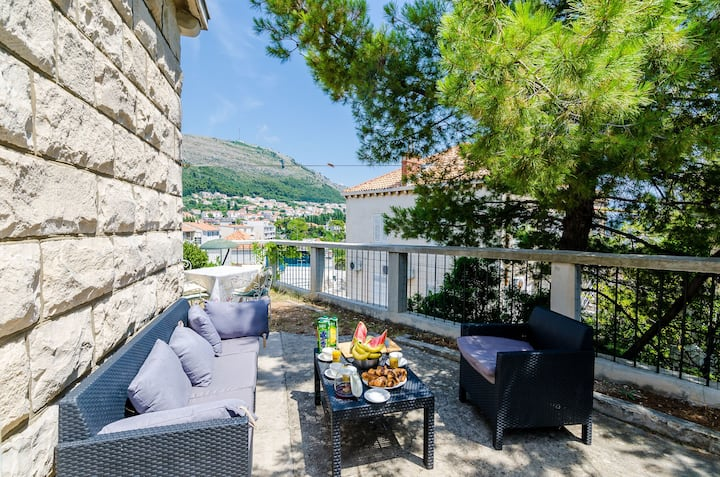Villa Leonora - Three Bedroom Villa with Garden Terrace and Partial Sea View